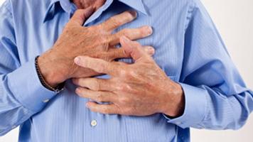 боль в грудине посередине при вдохе тяжело дышать ком в горле